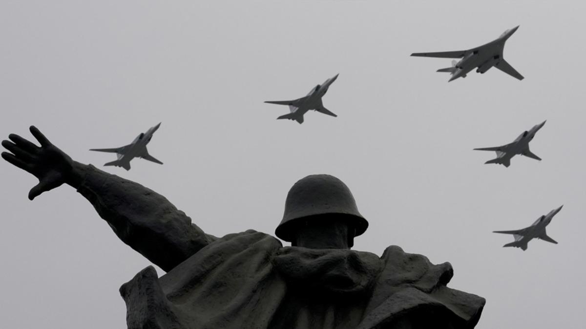 En güçlü uçak ve helikopterleri peş peşe geçti