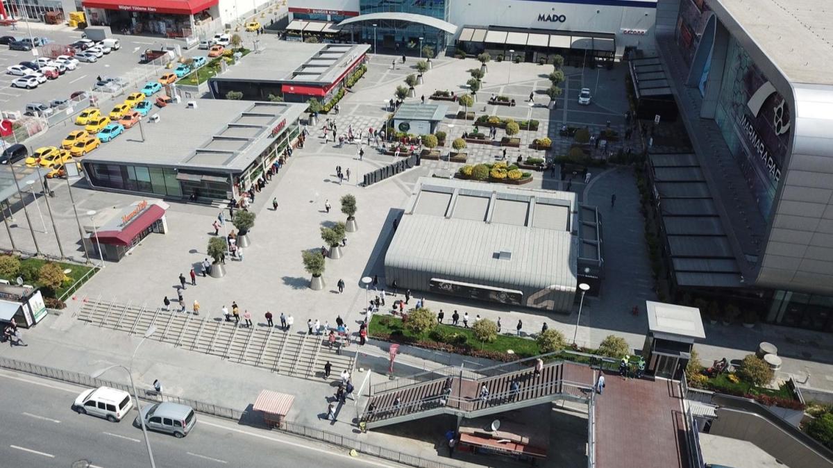 İstanbul'da AVM'ler açıldı... Oluşan uzun kuyruklar havadan görüntülendi