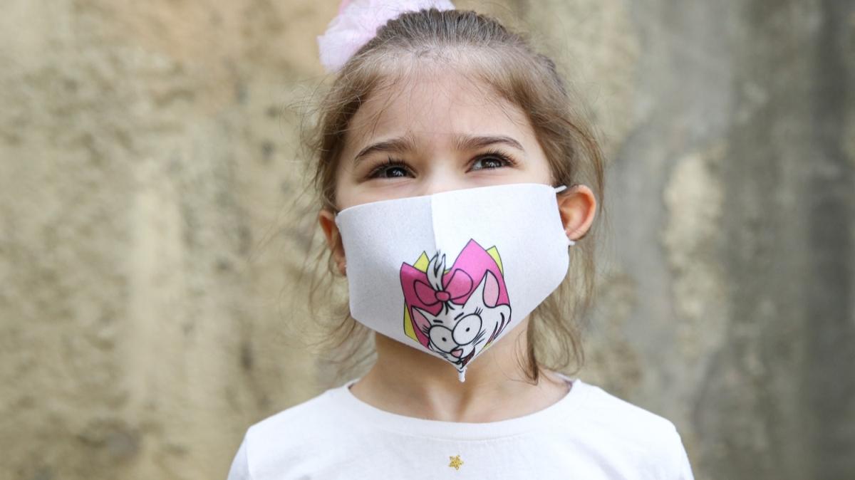 Maskeler çocuklar için renklendi