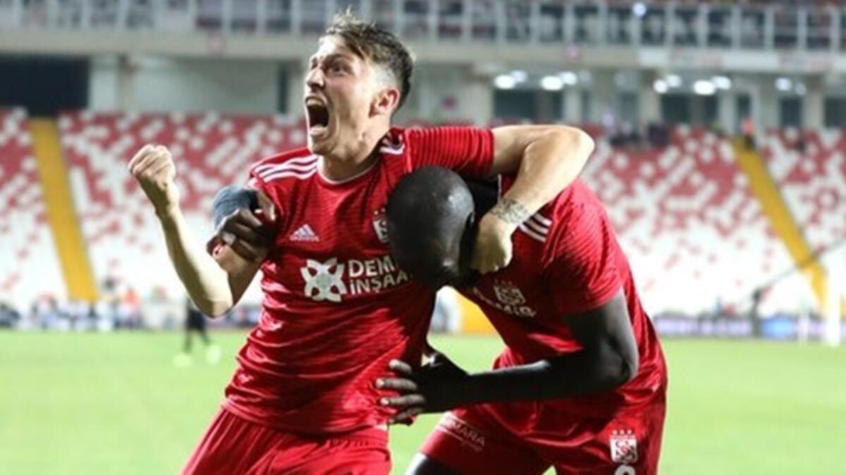 Galatasaray'ın ilk transferi Mert Hakan Yandaş! İşte anlaşmanın detayları