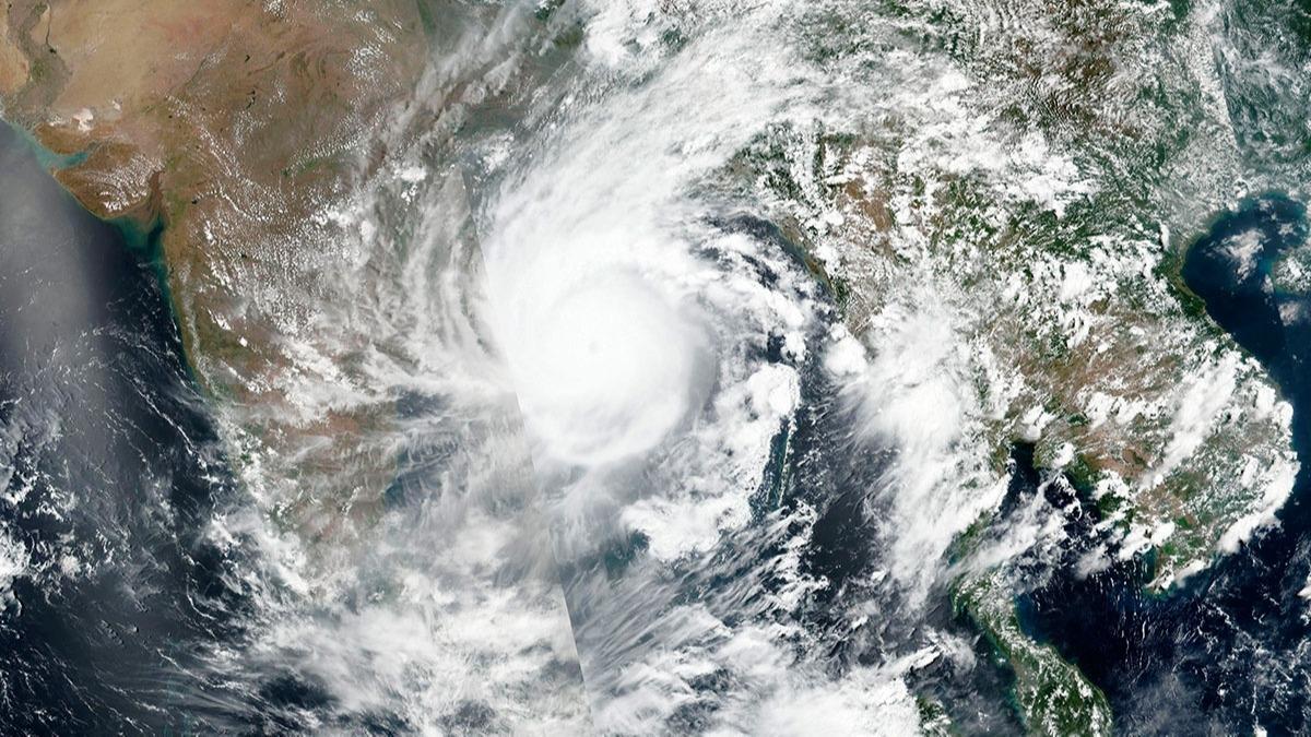 Ölümcül Amphan fırtınası... Milyonlarca insan tahliye ediliyor!