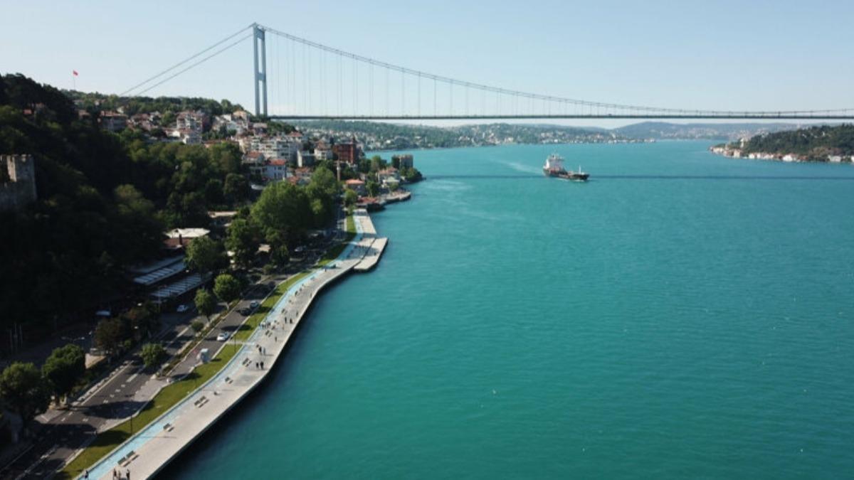 İstanbul Boğazı'nın rengi değişti! İşte o anlar...