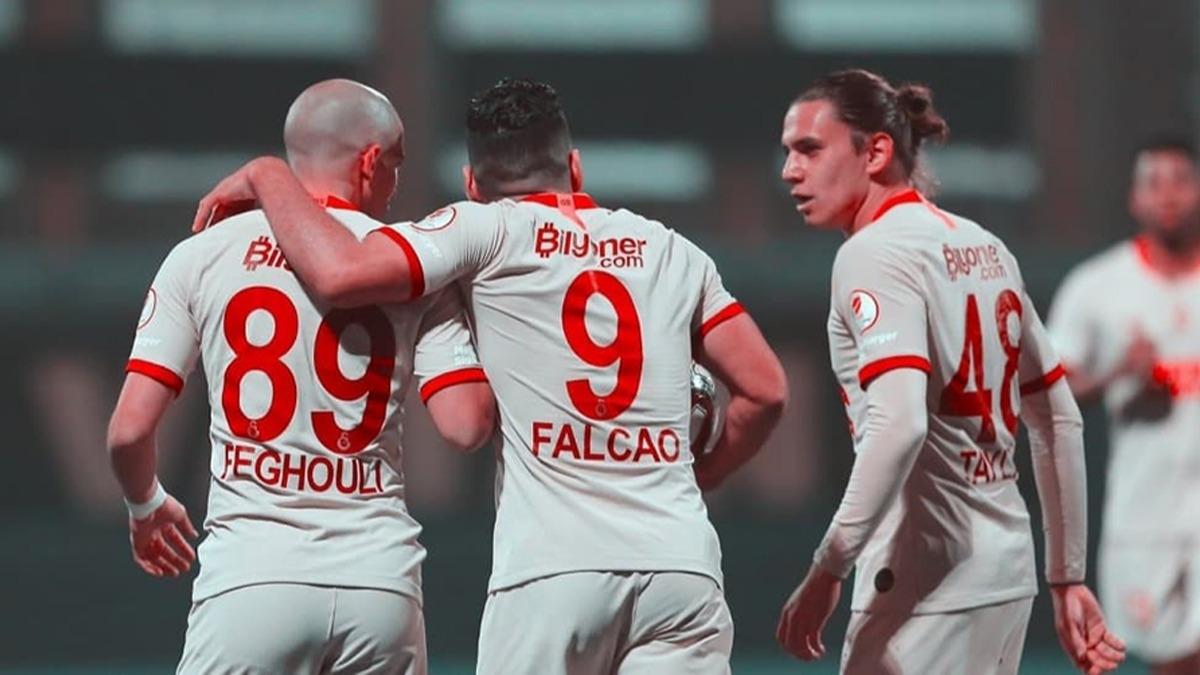 Galatasaray'da 100 milyonluk ayrılık