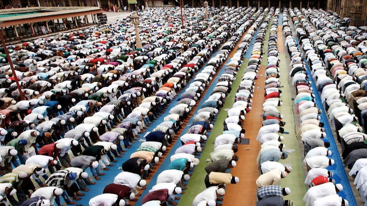 SON DAKİKA… İlçe ilçe Cuma namazı kılınacak camileri Vali Yerlikaya açıkladı! İşte İstanbul'da Cuma namazı kılınacak camilerin tam listesi