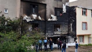 Avcılar'da korkutan yangın... Canlarını zor kurtardılar