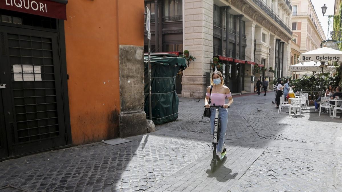 İtalya'da normale dönüş ihtiyatlı bir şekilde devam ediyor