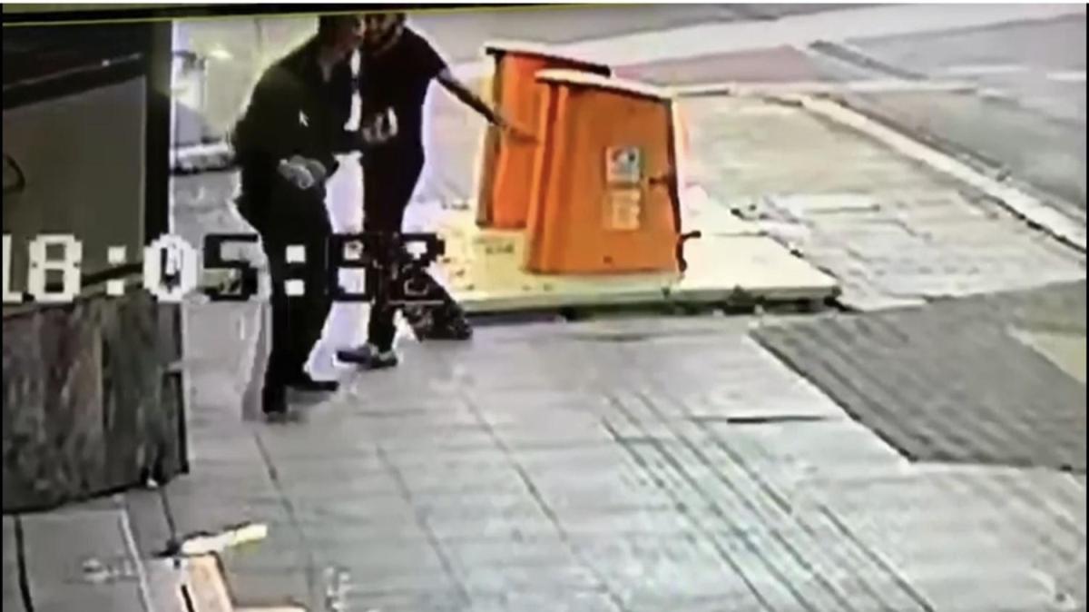 Sokak ortasında dehşet! Saniye saniye kameraya yansıdı