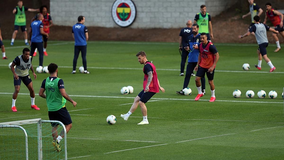 Fenerbahçe'yi yeni sezonda çalıştıracak isim belli oldu