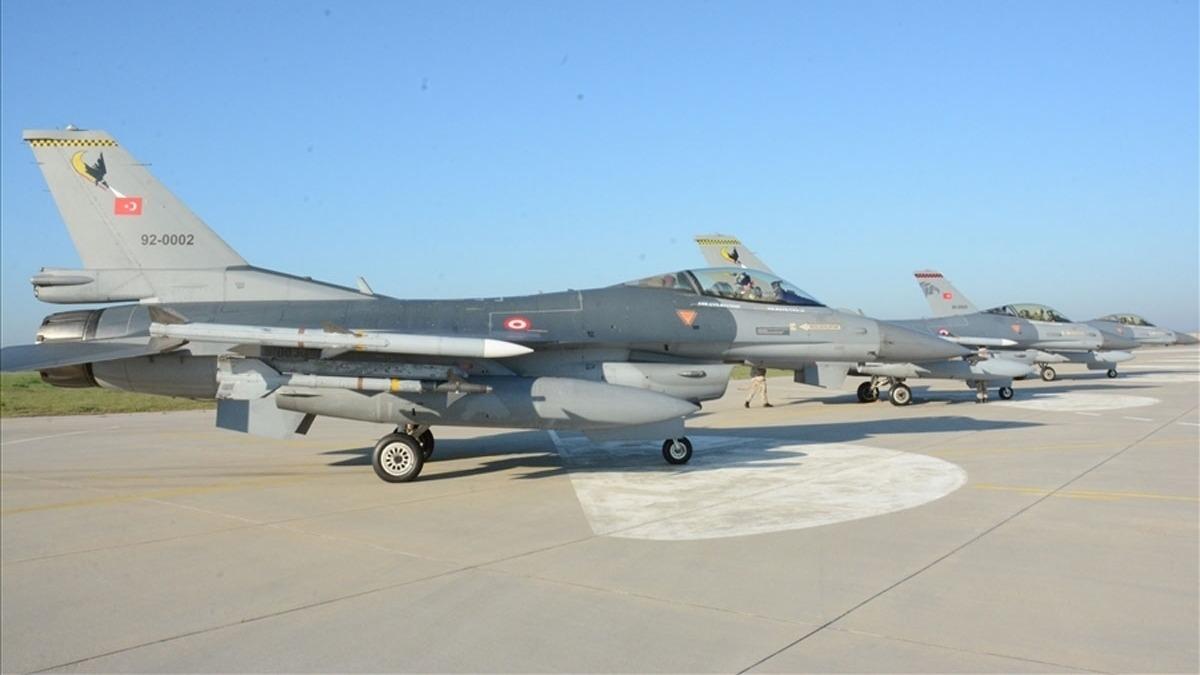 Türkiye'den Akdeniz'de gövde gösterisi: 17 uçak, 8 fırkateyn...
