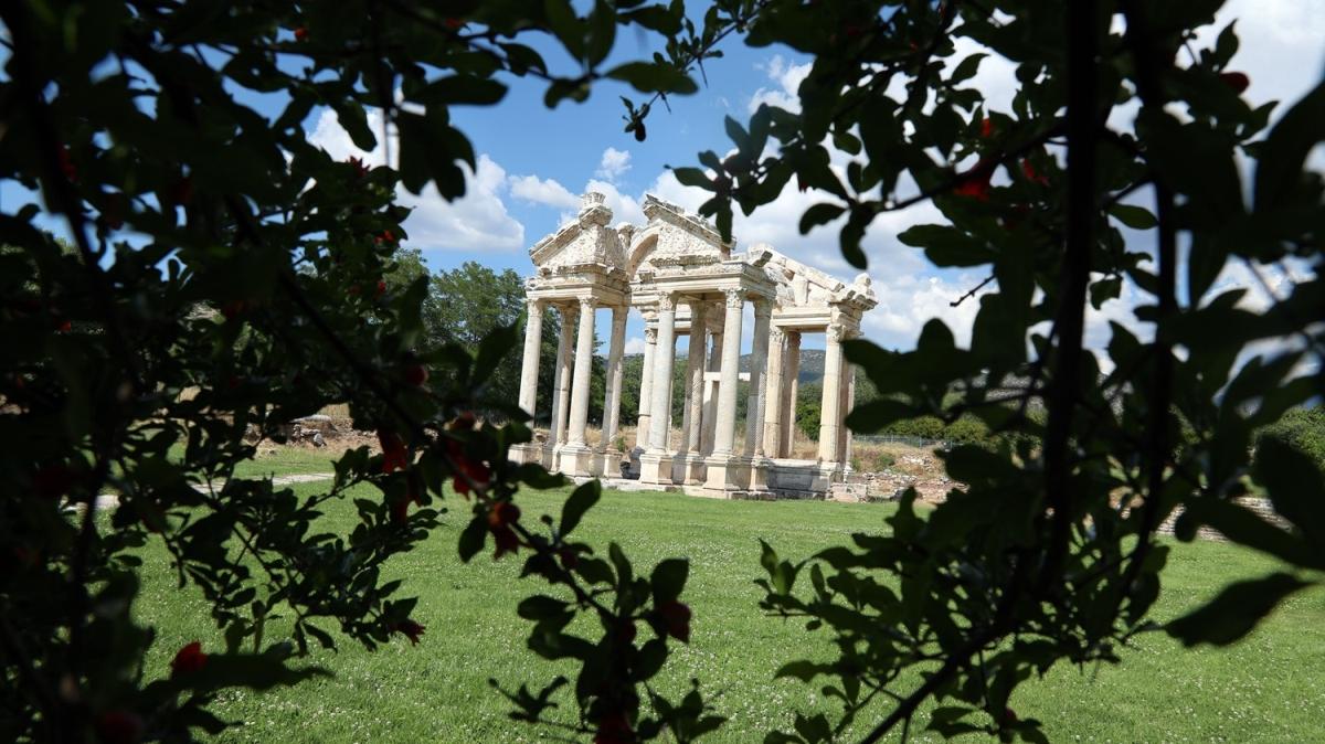 Yeşile bürünen 'Afrodit'in kenti' görsel şölen sunuyor