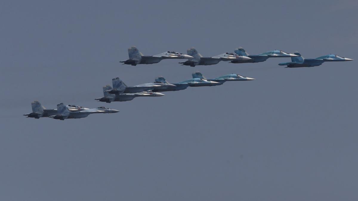 Bugün Rusya semaları! Savaş uçakları havalandı
