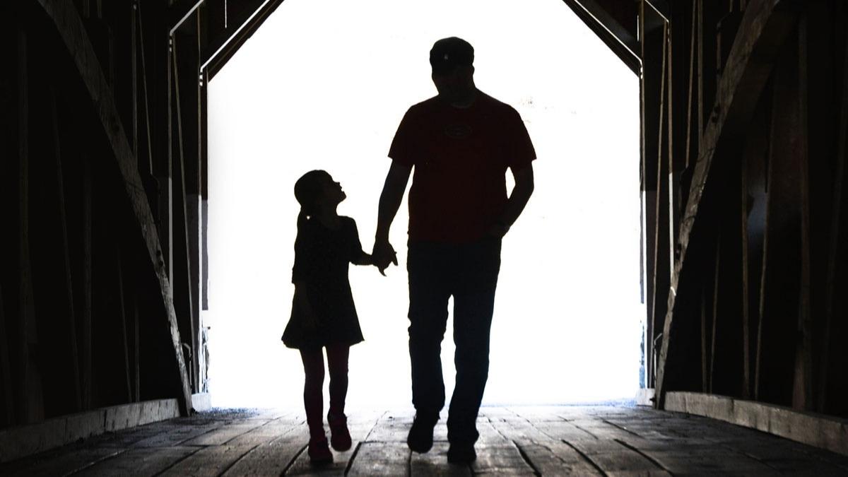 Vefat eden babaya babalar günü mesajı! Ölen babaya babalar günü sözleri