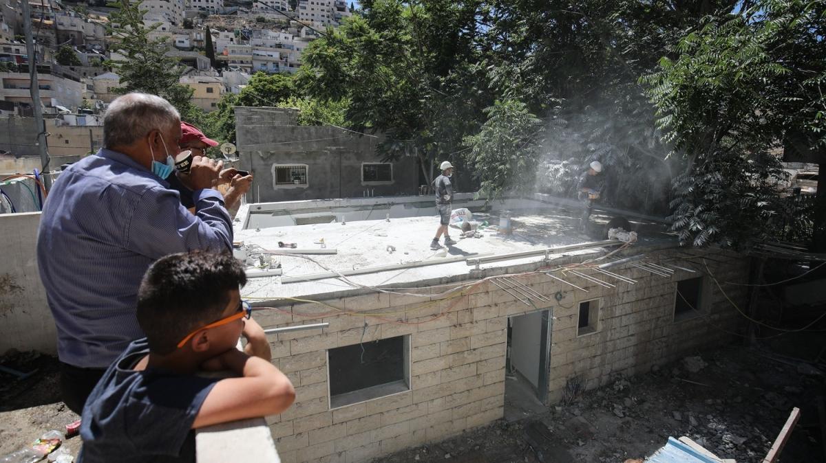 İsrail zulme doymuyor! 4 çocuklu aileyi evsiz bıraktı