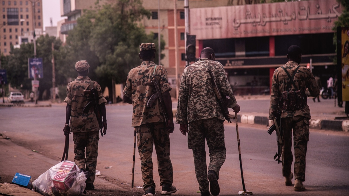 Sudan'da milyonluk gösteri! Önlemler had safhada