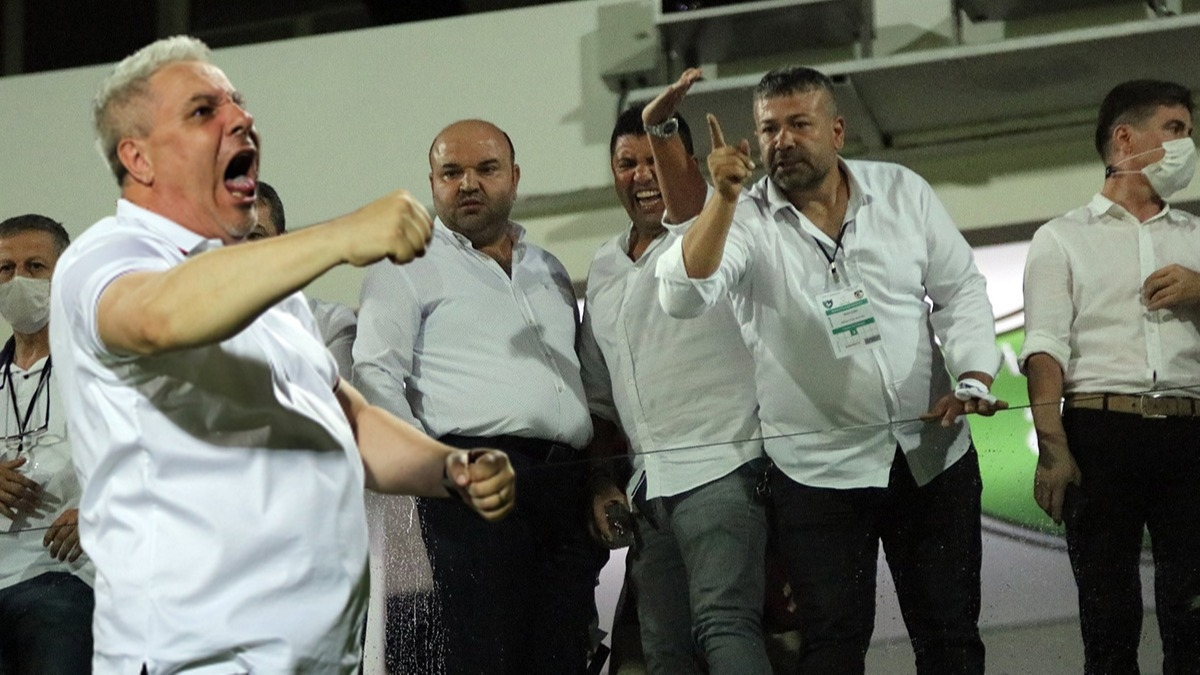 Denizli'de maç sonrası saha karıştı! Başkan şişe fırlattı