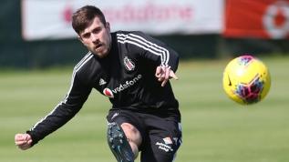 Fenerbahçe Dorukhan Toköz'ü Beşiktaş'tan resmen istedi