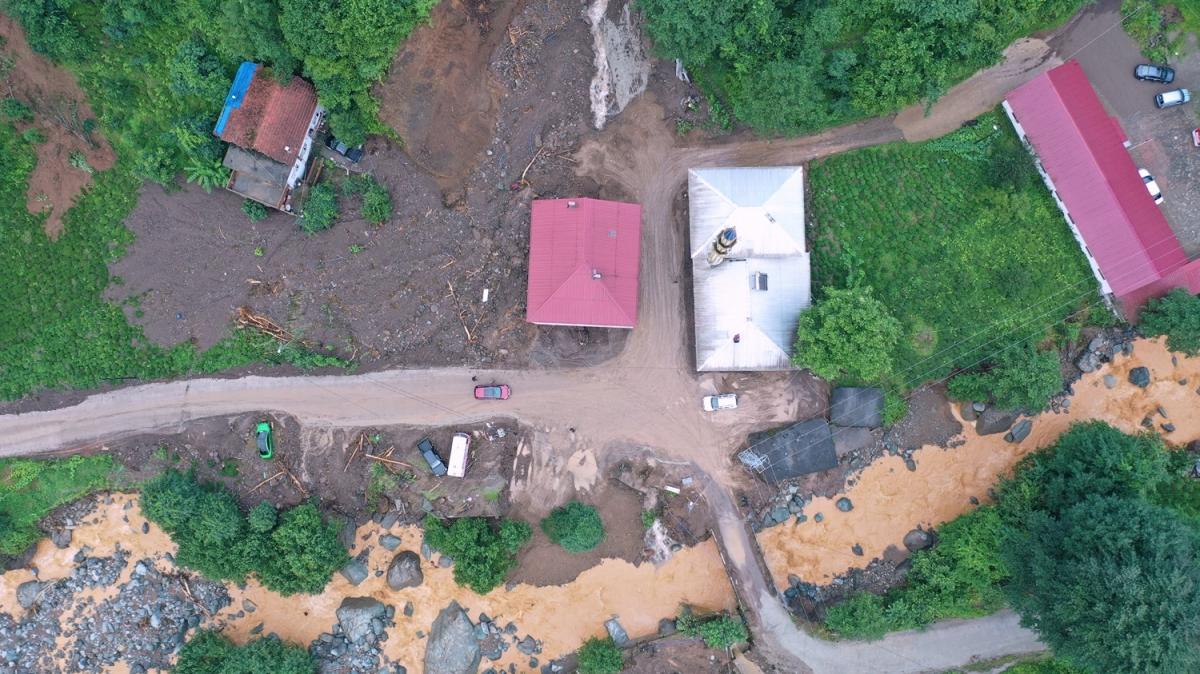 Rize'de hasar tespit ve tahliye çalışmaları devam ediyor