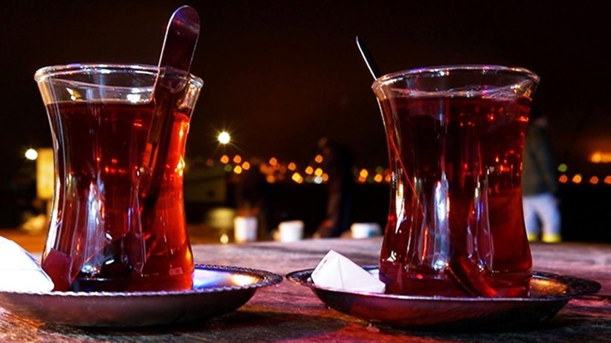 Vedat Milor'dan yeni tartışma: Çay şekerli mi içilir, şekersiz mi' tartışmalarına Rizeliler de katıldı!
