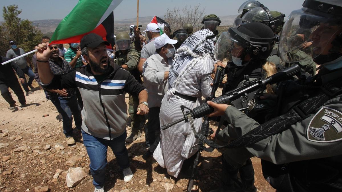 İsrail güçleri 2 Filistinliyi yaraladı