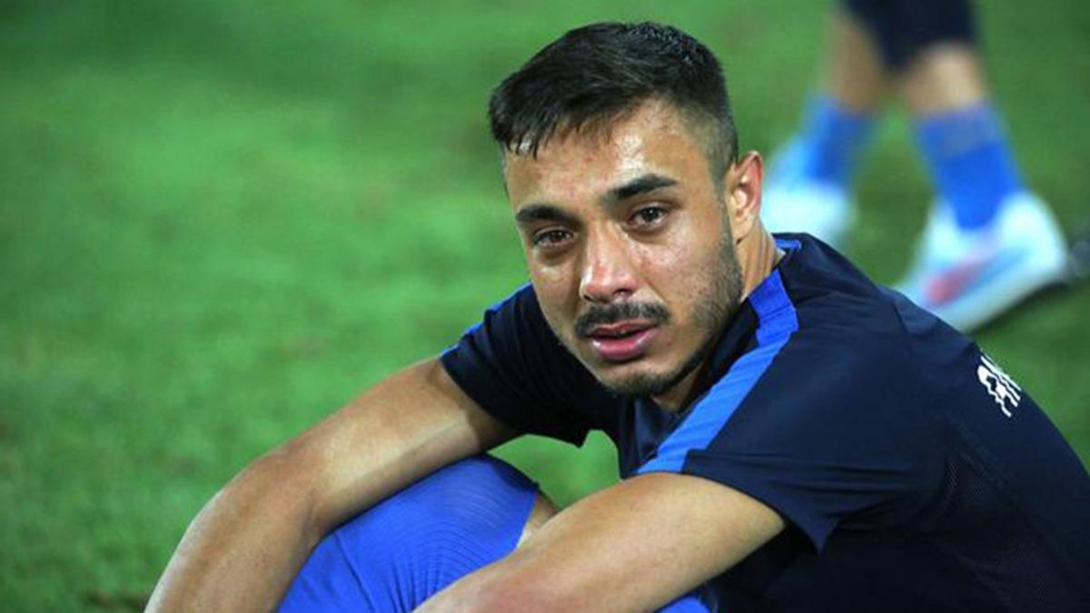 Maçın bitiş düdüğüyle yıkıldılar! Futbolcular gözyaşlarına boğuldu