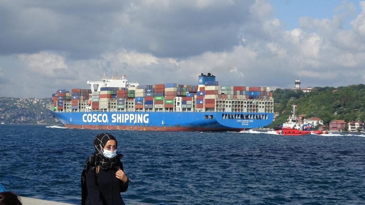Dev 'Cosco Shipping Seıne' İstanbul Boğazı'ndan geçti
