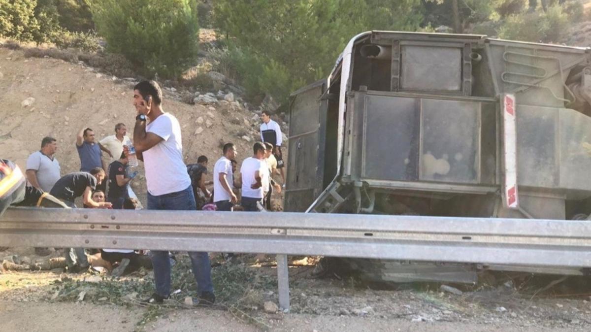 Askerleri taşıyan otobüs devrildi: 5 şehit