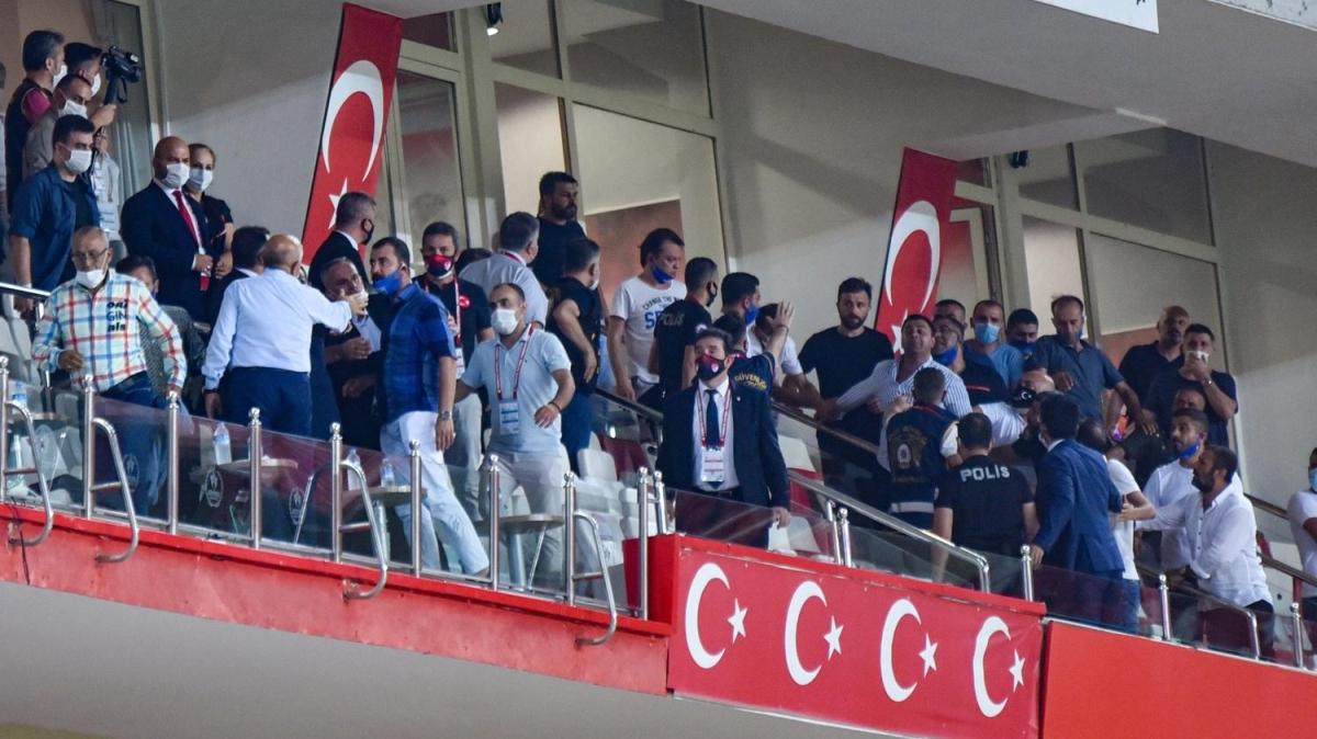 Tuzlaspor'un TFF 1. Lig'e yükseldiği maçta rahatsızlanan Abdurrahman Arıcı hastaneye kaldırıldı
