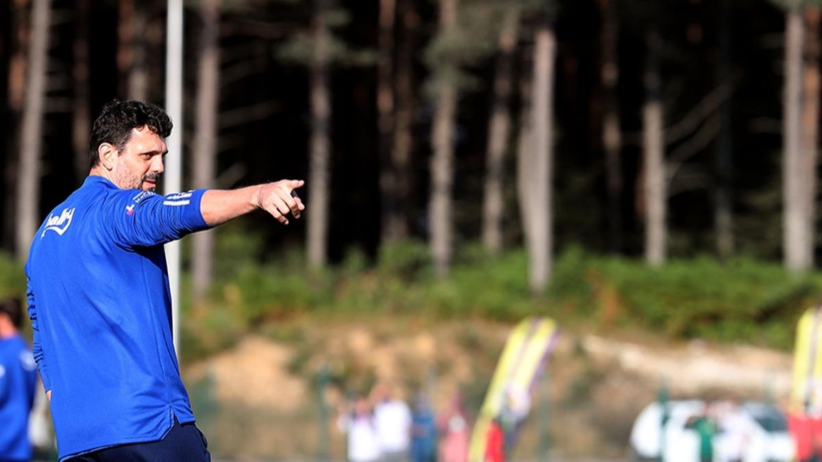 Fenerbahçe Teknik Direktörü Erol Bulut 4 futbolcuyu gönderiyor