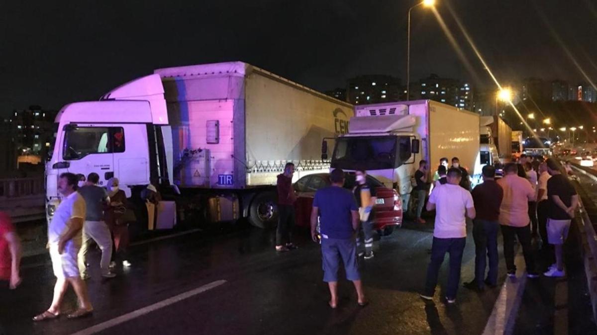 İzmit'te feci kaza! 28 araç birbirine girdi