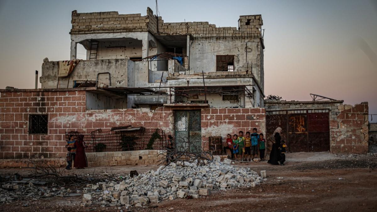 İdlib'de bombardımanlara rağmen hayat devam ediyor