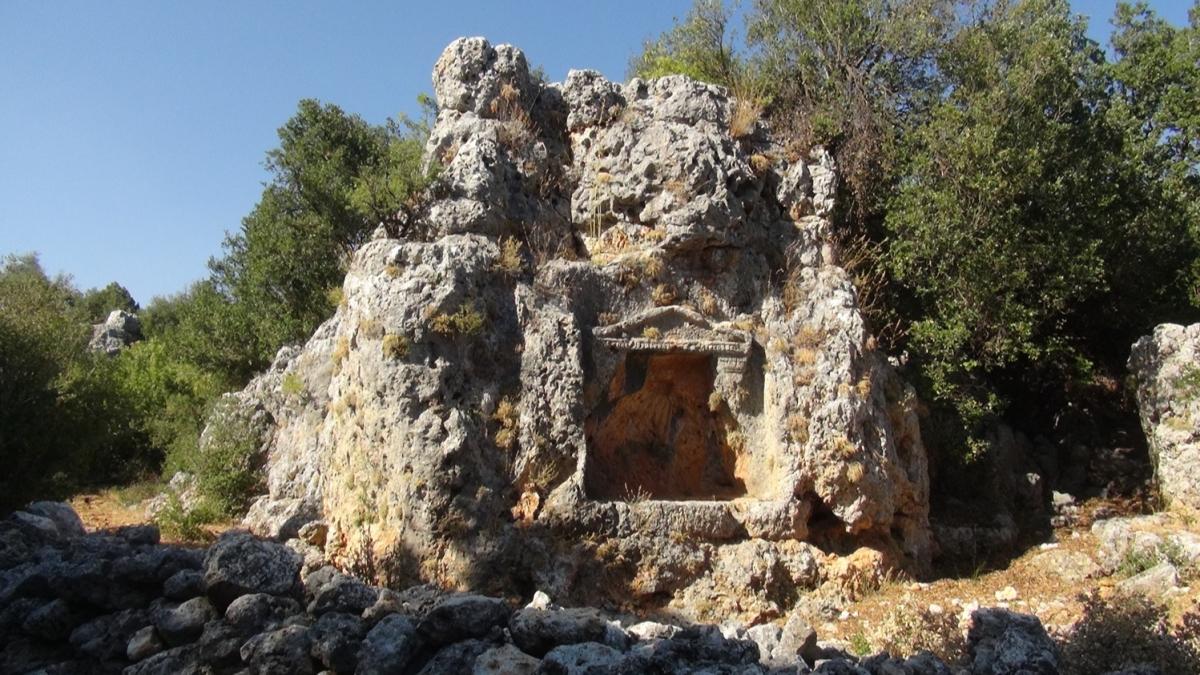 Antik kentte arkelojik kazı: 32 mezar ortaya çıkarıldı
