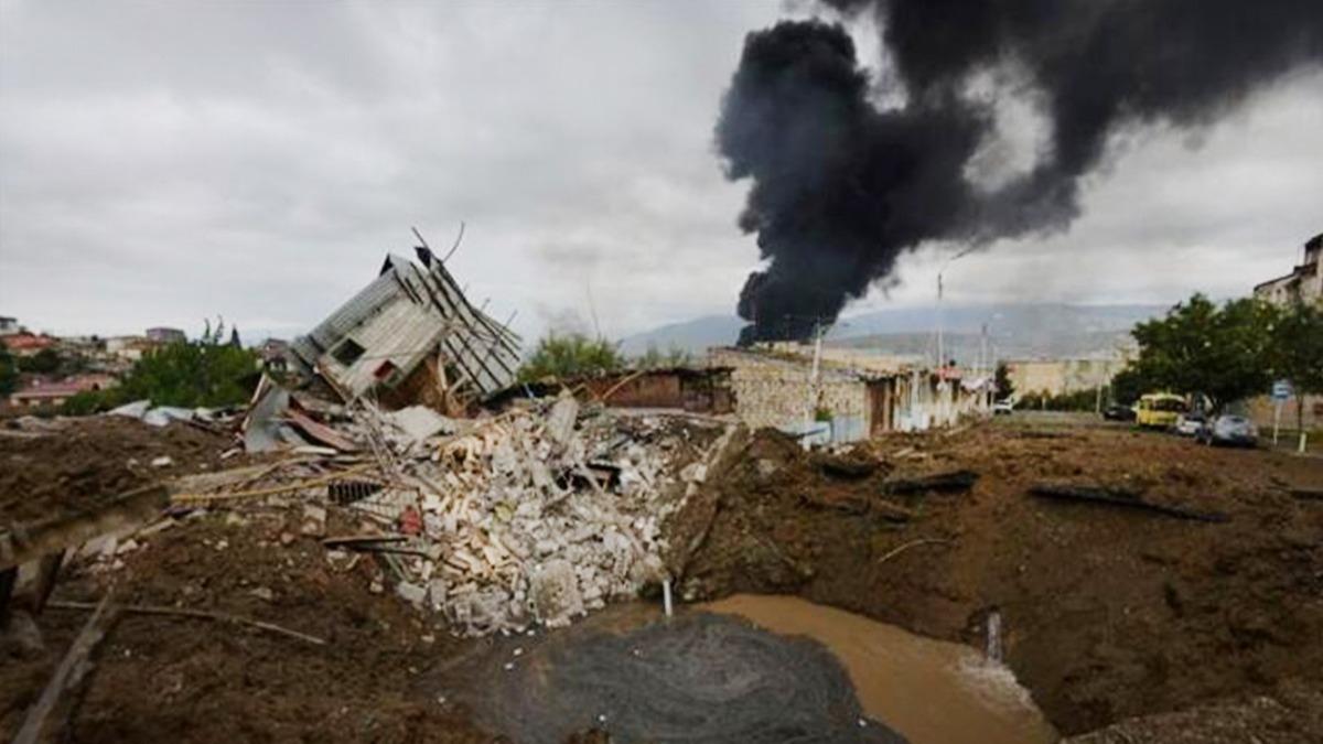 Ermenistan, Azerbaycan'da sivillerin yaşadığı bölgeleri vuruyor!