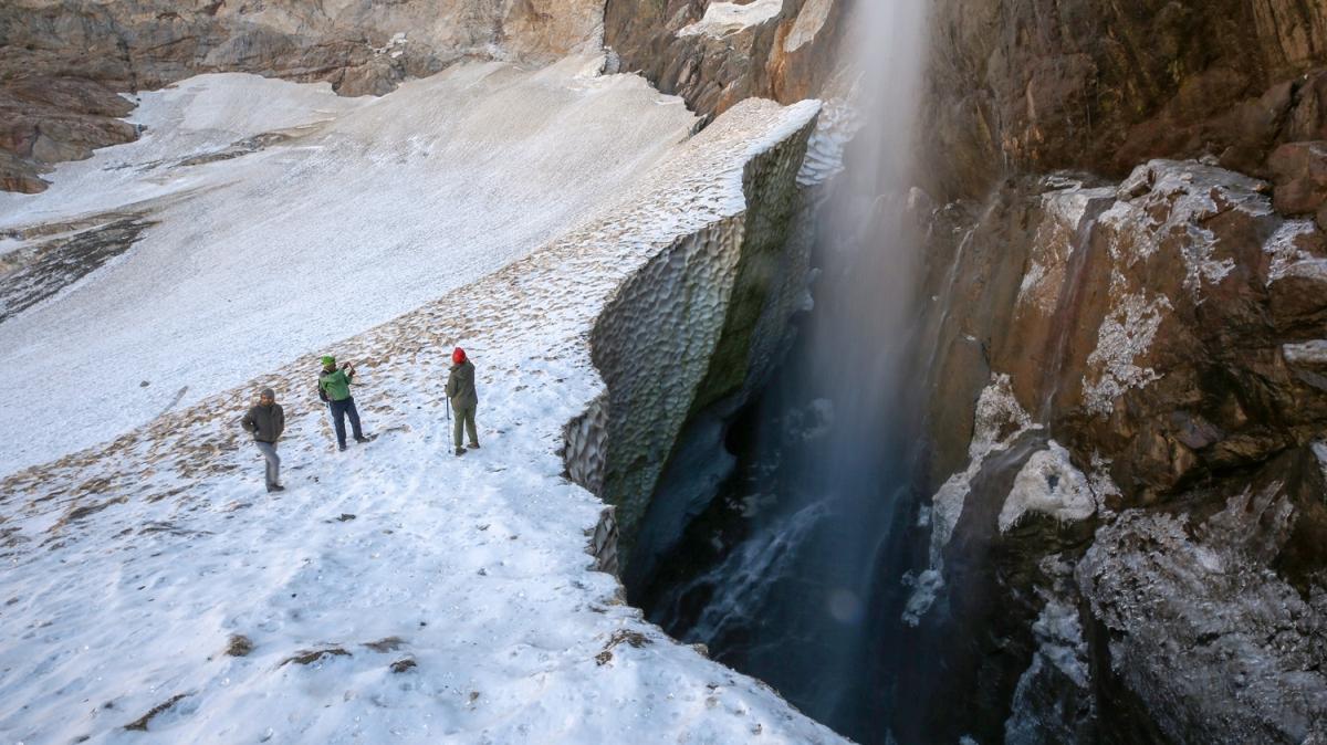 Türkiye'nin en büyüğü... Doğa severler ve dağcılar tarafından yoğun ilgi görüyor