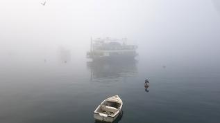 İstanbul'da sis büyülü manzaralar oluşturdu