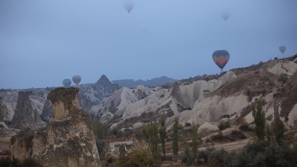 Sisle kaplanan vadiler arasında yükselen balonlar eşsiz manzaralar oluşturdu