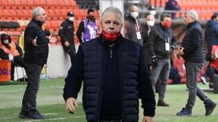 90+5'te saha karıştı, kırmızı kart gördü! Sumudica yine olay çıkardı Hamza Hamzaoğlu çılgına döndü: Çıkışta gel diye bağırdı!