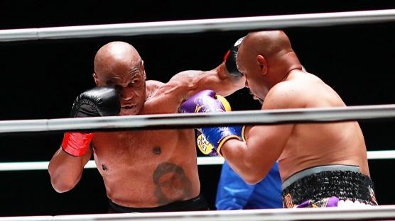 Mike Tyson 54 yaşında ringlere döndü! Mike Tyson - Roy Jones maçından kareler