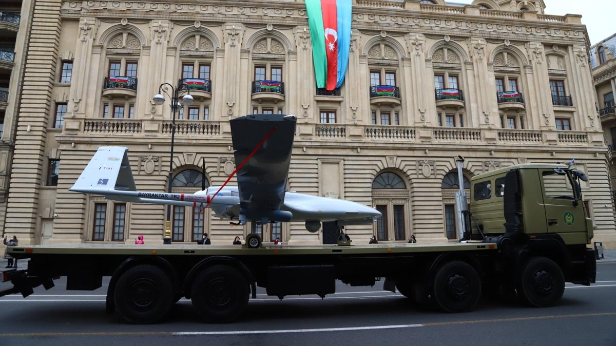 Azerbaycanlılar yarın yapılacak askeri geçit törenini sabırsızlıkla bekliyor