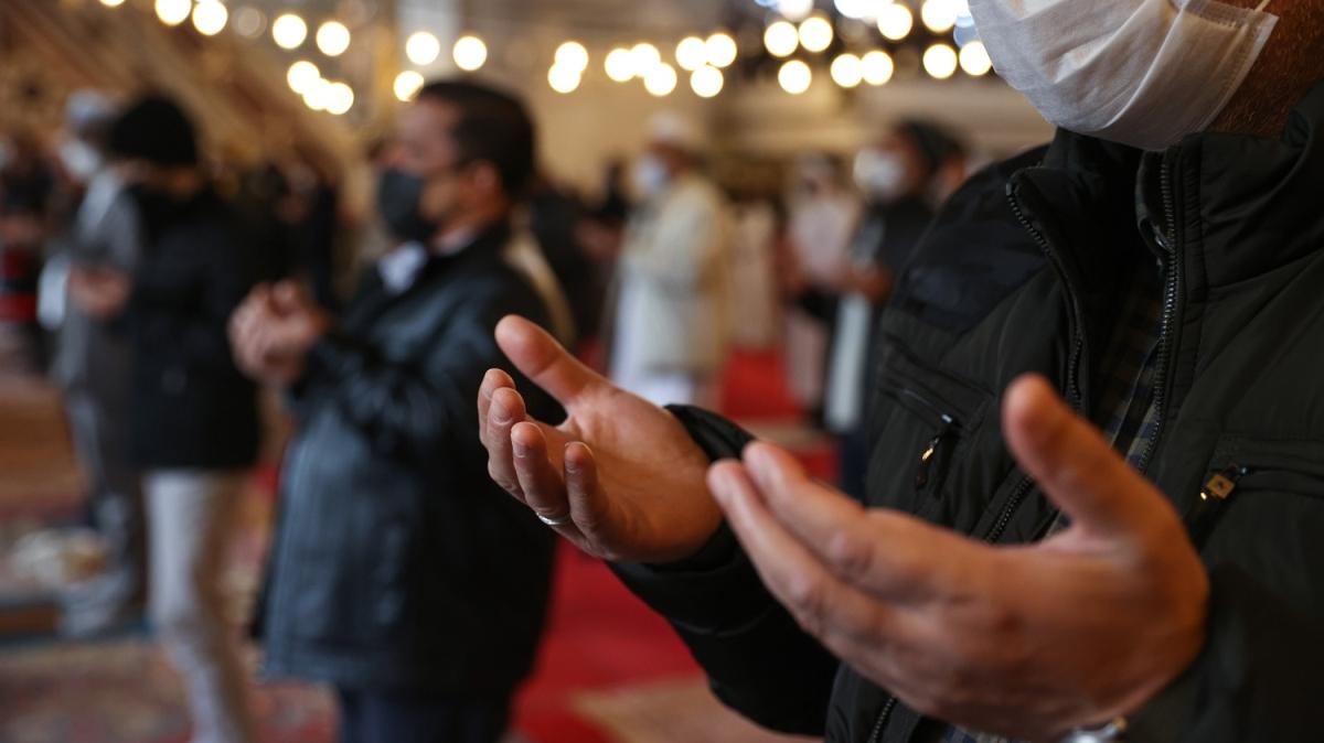 Cuma namazı sonrası bütün camilerde yağmur için dua edildi