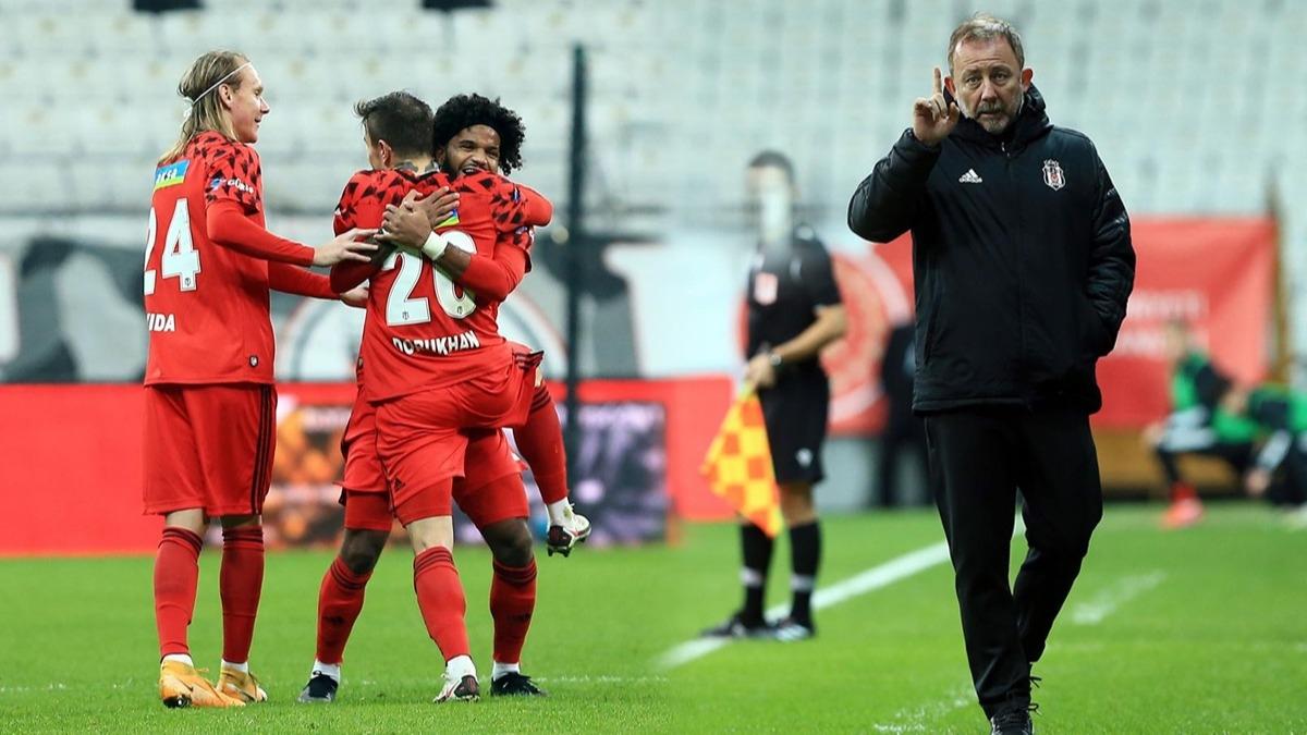 Beşiktaş'ta tarihe geçti! Sergen Yalçın ise maç sonu patladı: Hakkımızı savunmayalım mı?