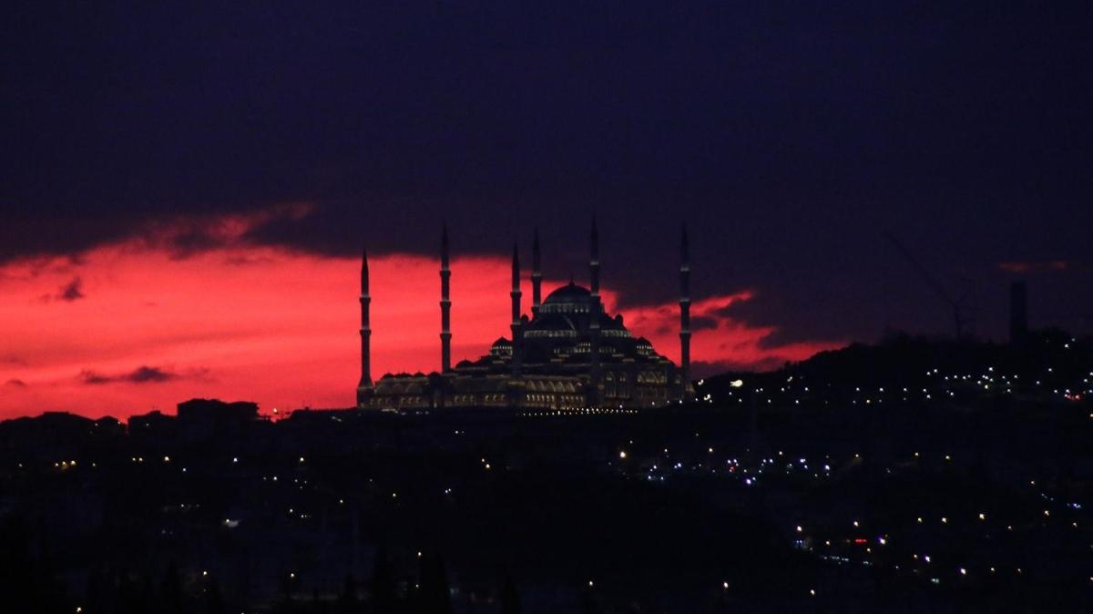 İstanbul'da bu sabah gökyüzü mest etti