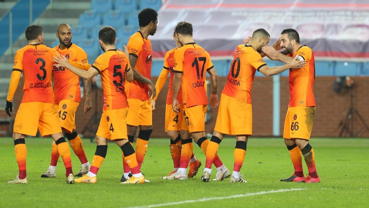 Galatasaray'da Arda Turan Süper Lig'e damga vurdu! Trabzonspor maçında 11 yıl sonra, tarihe geçti...