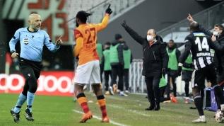 Beşiktaş - Galatasaray derbisine damga vuran an! Cüneyt Çakır'ın kararı sonrası: 'Tam bir fiyasko'