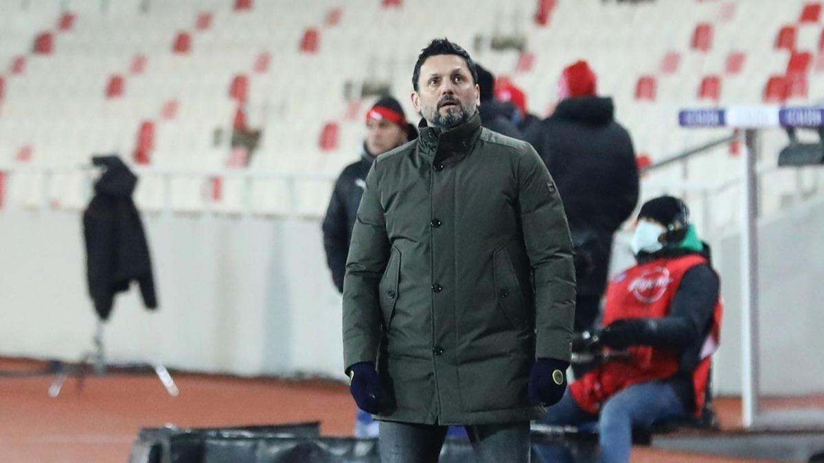 Fenerbahçe maçında Erol Bulut'un o kararına tepki yağdı! 'Allah'ım bana sabır ver...'