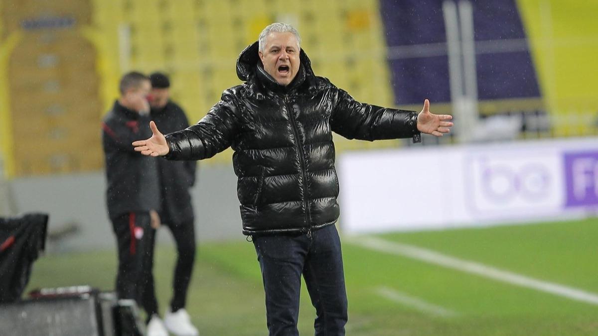 Marius Sumudica Süper Lig'e geri döndü! Fenerbahçe-Çaykur Rizespor maçında kırmızı kart sonrası...