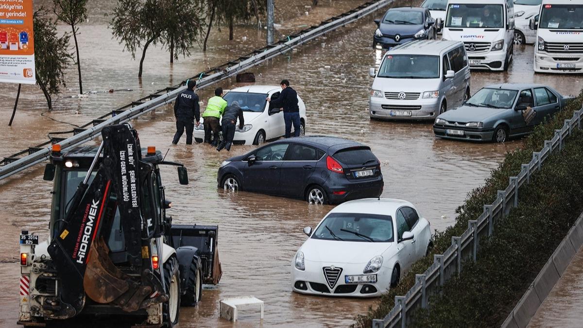 İzmir sular altında! İşte İzmir'den sel görüntüleri
