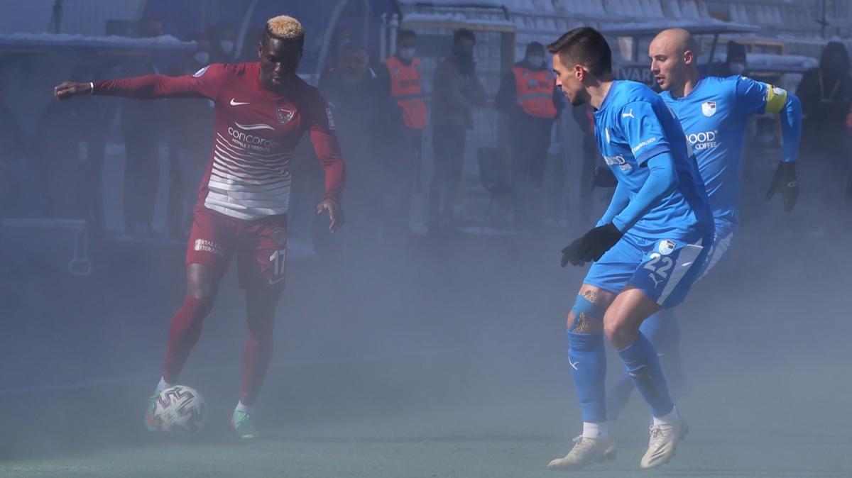 Erzurumspor - Hatayspor maçında alttan ısıtma sistemi açılınca...