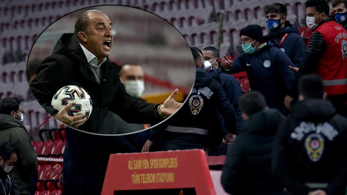 Galatasaray-Rizespor maçında gerginlik! Fatih Terim çıldırdı, üzerine yürüdü...