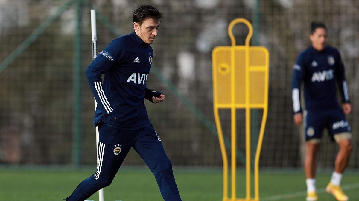 Mesut Özil geri dönüyor