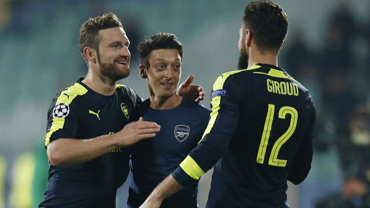 Fenerbahçe'ye dünyaca ünlü golcü! Mesut Özil devreye girdi
